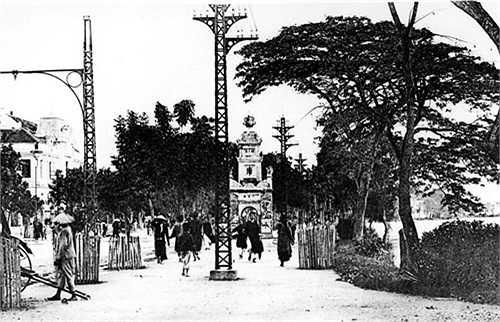 Tháp Hòa Phong ở Hồ Gươm.