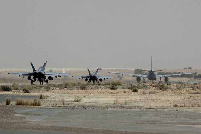 Các chiến cơ Australia trước giờ cất cánh không kích IS