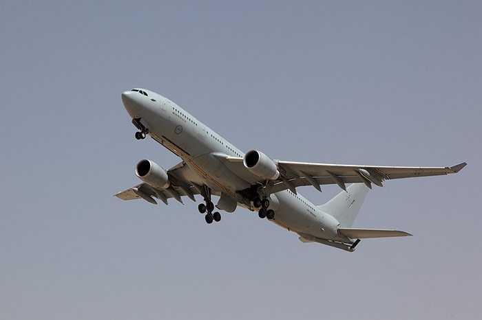 Máy bay tiếp dầu KC-30A làm nhiệm vụ tiếp dầu cho các chiến cơ khác trong cuộc không kích IS ở Iraq