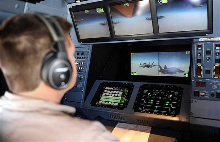 Bộ chỉ huy bên trong máy bay chở nhiên liệu KC-30A của Australia