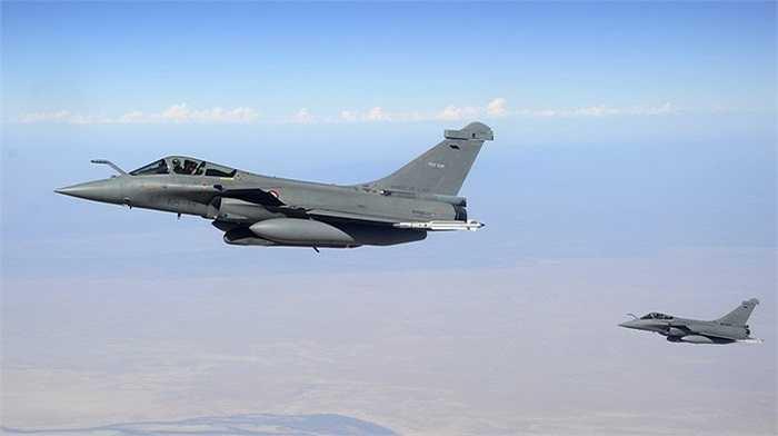Cận cảnh máy bay tiếp nhiên liệu KC-30A của Australia làm nhiệm vụ tiếp dầu cho các chiến cơ tham gia không kích IS ở Iraq hôm 8/10