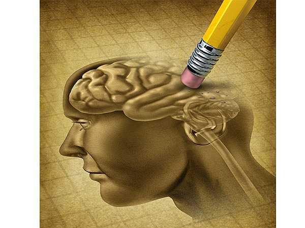Người cao tuổi: Khi bạn có tuổi, các tế bào não trở nên chậm chạp hơn. Bộ nhớ của bạn không còn được sắc nét. Tuy nhiên, bạn cần phải cẩn thận để biết liệu đây chỉ là sự lãng quên hay là bệnh mất trí nhớ có ảnh hưởng đến sức khỏe thường gặp ở nhiều người cao tuổi.