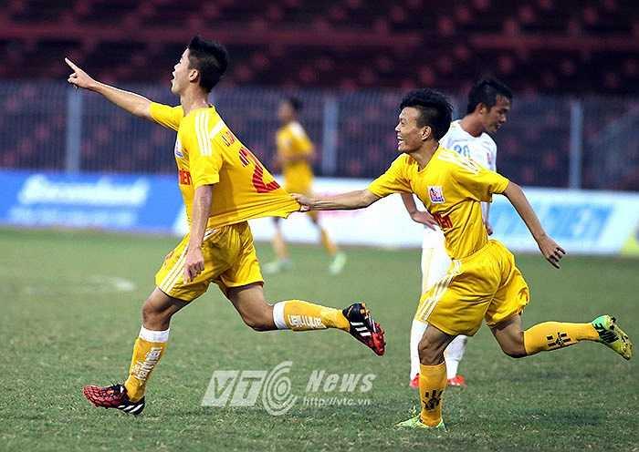 3 phút sau, Nguyễn Văn Dũng giúp Hà Nội T&T có được trận thắng 3-0 nhẹ nhàng