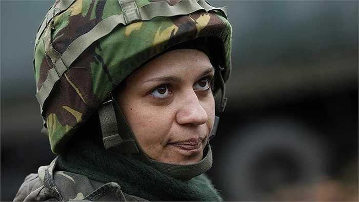 Nữ binh sĩ Nadie