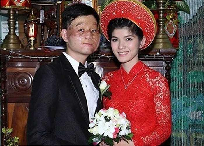 Ngay từ khi bức ảnh cưới được chia sẻ đã gây chán động mạng, thậm chí còn xuất hiện trên một số trang báo nước ngoài.