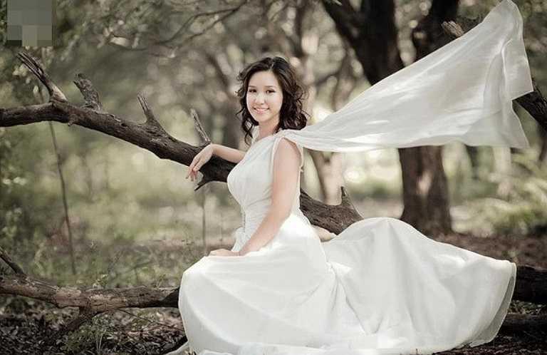 Cô vợ của Jimmy Khánh sinh 1991, sở hữu gương mặt khả ái cùng nụ cười thánh thiện.
