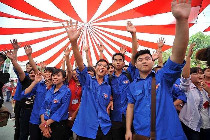 Ngày 11/10, hàng nghìn bạn trẻ đã cùng nhau tham dự vào những hoạt động bổ ích của chương trình 'Nhảy vì người nghèo'