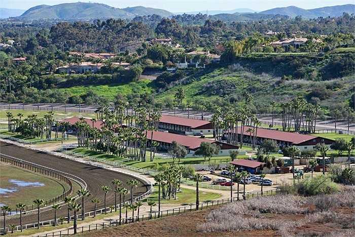 Tổng cộng, Rancho Paseana rộng 92 hecta