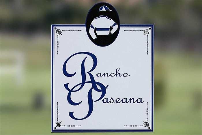 Để đến Rancho Paseana mất khoảng 20 phút về phía bắc của San Diego, trong một thung lũng ở Rancho Santa Fe, California. Các trang bị huấn luyện ngựa đã thuộc sở hữu của gia đình Craig trong hơn một thập kỷ