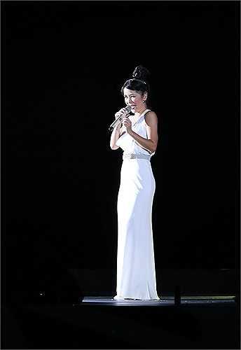 Nữ diva khiến người xem nổi da gà khi khoe chất giọng cực 'khủng' qua chuỗi ca khúc I dreamt a dream, We are the world...