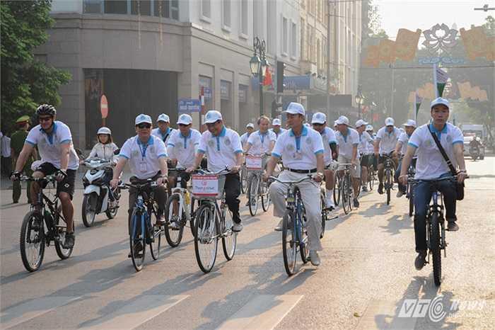 Sáng 12/10 Cục phục vụ Ngoại giao đoàn, Bộ Ngoại giao tổ chức chương trình đạp xe 'Vì môi trường và giao thông đô thị' nhân 60 giải phóng thủ đồ và 15 năm UNESCO công nhận Hà Nội là Thành phố vì hòa bình