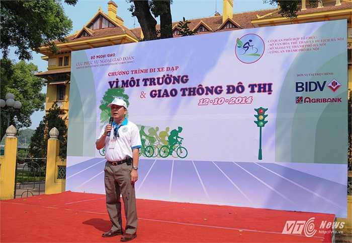 Cục trưởng Cục Phục vụ Ngoại giao đoàn Lê Sỹ Vương Hà phát biểu kết thúc chương trình đạp xe tại trụ sở Bộ Ngoại giao, Số 1 Tôn Thất Đàm