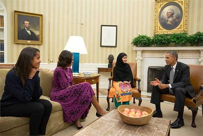 Yousafzai gặp gỡ gia đình Tổng thống Mỹ Obama ở Nhà Trắng năm 2013