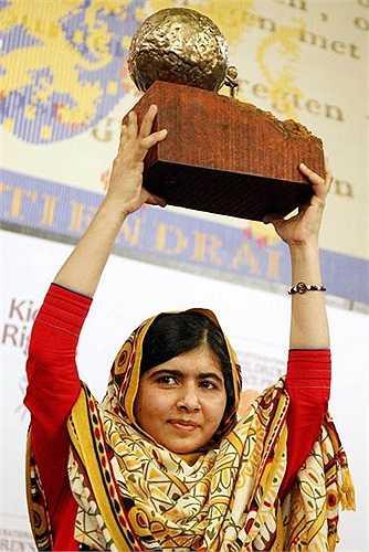 Yousafzai đoạt giải thưởng Hòa bình Quốc tế Thiếu nhi năm 2013 tại Hà Lan
