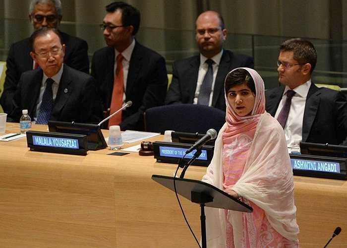 Yousafzai phát biểu trong Hội đồng thanh niên Liên Hợp Quốc ở New York năm 2013