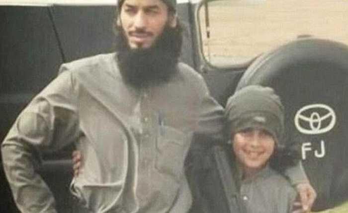 Abu Ubaidah và cha mình đều là những chiến binh của tổ chức IS