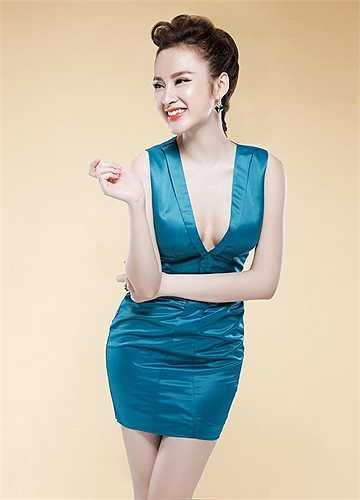 Angela Phương Trinh khoe đường cong nóng bỏng trong những shoot hình mới.