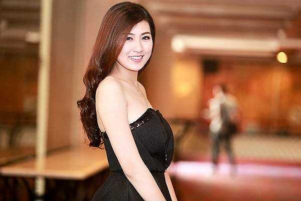 Nhan sắc rạng ngời sức sống của Á hậu Việt Nam 2012.