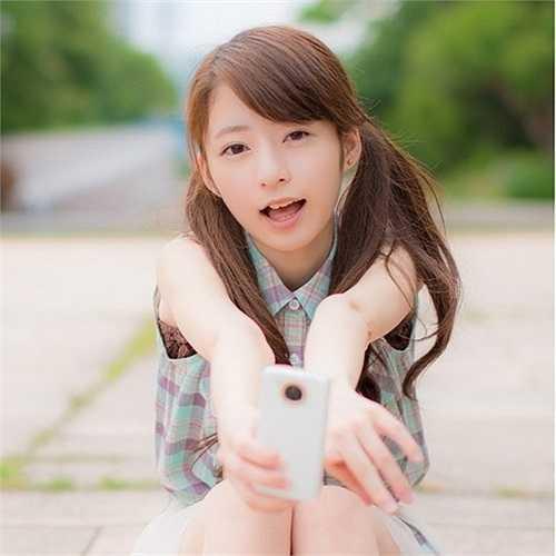 Sugino Shizuka được dân mạng ca ngợi là 'thiên thần buộc tóc hai bên' hay 'Shizuka phiên bản người thật' (nhân vật được nhiều độc giả Việt biết đến với tên Xuka trong Doraemon).