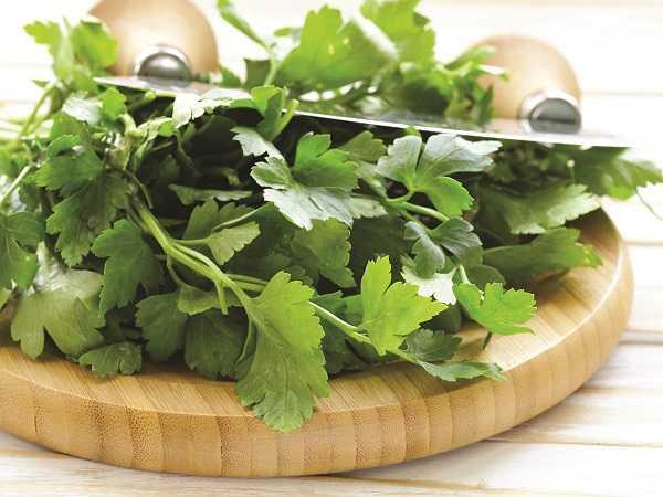 Các nhà khoa học thuộc Viện nghiên cứu Bệnh viện Nhi Oakland tại California (Mỹ) cho biết, việc bổ sung vitamin K hàng ngày bằng những thực phẩm tự nhiên giúp củng cố xương, ngăn ngừa giòn xương, sự canxi hóa động mạch và thận, phòng chống bệnh tim mạch và ung thư.