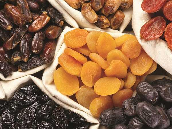 Hoa quả khô như mận khô, quả việt quất, đào, quả vải và nho đều là nguồn giàu vitamin K.