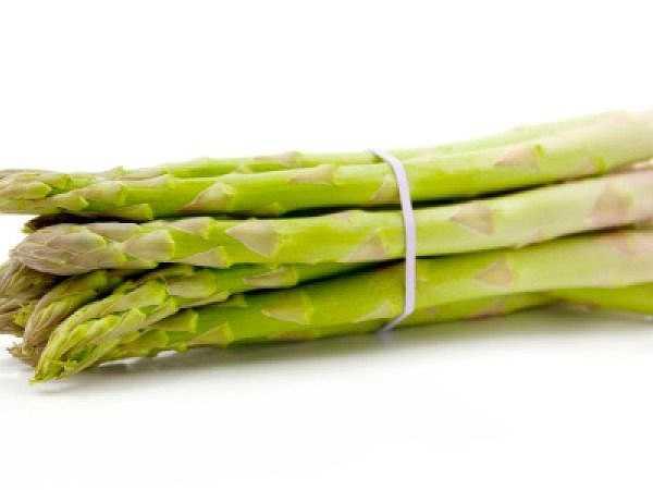Măng tây rất giàu vitamin K. Thân cần tây chứa lượng lớn các vitamin cần thiết cho cơ thể.
