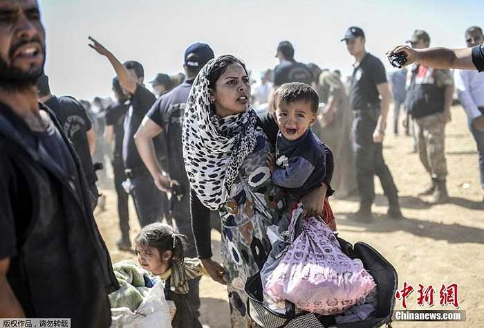 Cuộc sống khắc nghiệt của những người tị nạn Syria trên đường chạy trốn IS