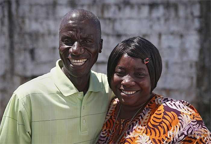 Cặp vợ chồng sống sót sau khi bị Ebola