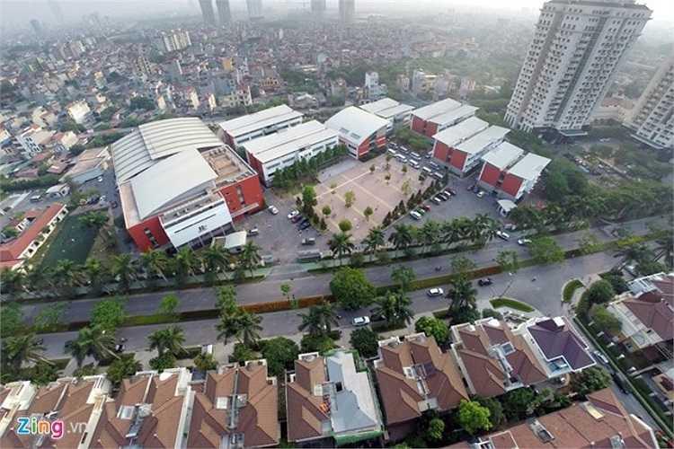 Trường nằm trong khuôn viên của khu đô thị quốc tế Ciputra với tổng số 120 phòng học tại 6 tòa nhà. Diện tích mỗi phòng hơn 50 m2 được thiết kế dành riêng cho các khối mầm non, tiểu học và trung học cơ sở.