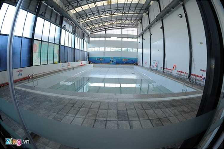 Bể bơi với công nghệ xử lý ozone đảm bảo an toàn cho sức khỏe cho học sinh. Bơi lội là một trong những môn học bắt buộc của Hanoi Academy nhằm phát triển toàn diện thể chất cho học sinh.