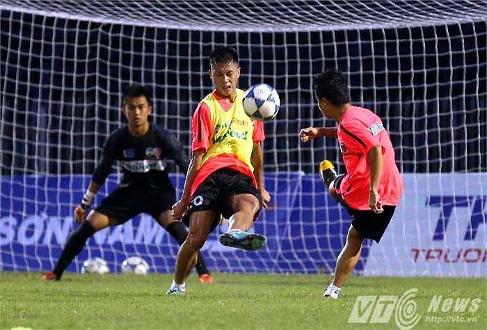 HLV Guillaume hi vọng các cầu thủ vượt qua được cú sốc thất bại ở Myanmar. (Ảnh: Quang Minh)
