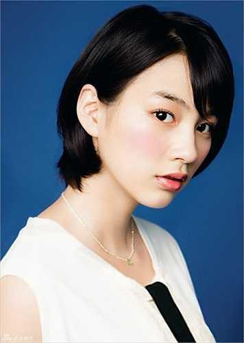 Rena Nōnen, sinh năm 1993, được biết đến với vai trò vừa là người mẫu thời trang vừa là diễn viên nổi tiếng tại Nhật Bản.
