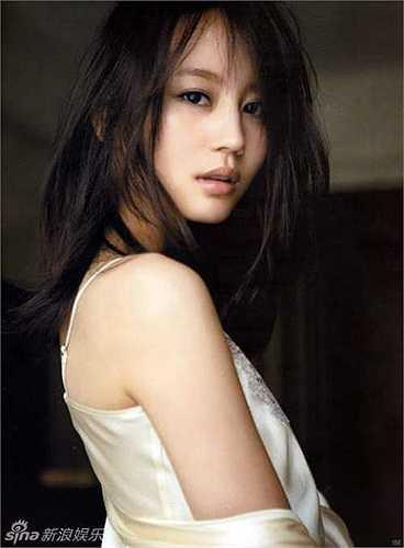Horikita Maki là một nữ diễn viên người Nhật. Horikita Maki bắt đầu sự nghiệp từ năm 2003 trong vai trò là một thần tượng U-15 và lần lượt xuất hiện trong một số phim truyền hình Nhật Bản, các quảng cáo trên ti vi và tạp chí, và phim điện ảnh Nhật Bản.
