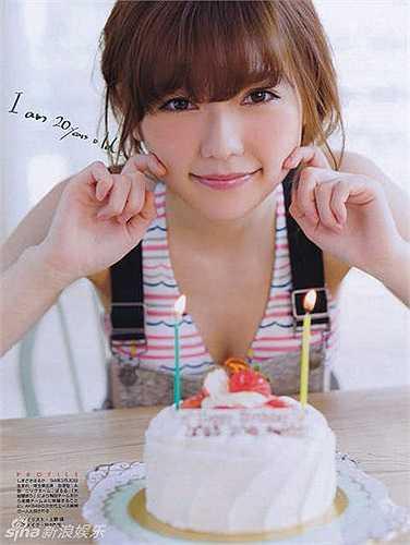 Nữ ca sỹ sinh năm 1994, Haruka Shimazaki, vốn là thành viên nổi bật của nhóm nhạc AKB48. Cô sở hữu gương mặt bầu bĩnh, baby, rất đáng yêu.