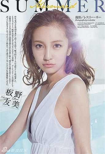 Itano Tomomi là thành viên của nhóm nhạc thần tượng nữ AKB48 và đang trong biên chế Team K. Vào ngày 27/8/2013 Itano Tomomi đã chính thức tốt nghiệp khỏi AKB48 và theo đuổi con đường solo cùa riêng mình.
