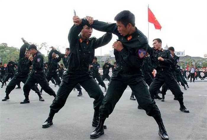 Sáng 21/10, Hội thi chung kết điều lệnh, quân sự, võ thuật công an nhân dân năm 2014 khu vực phía Bắc được khai mạc tại TP Hải Phòng.