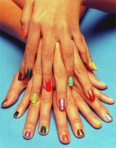 Theo đó, loại sơn móng tay đặc biệt này có khả năng đổi màu sắc khi tiếp xúc với các thuốc kích dục như: Rohypnol, GHB or Xanax.
