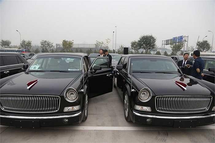 Đội xe Hồng Kỳ L5 gồm 4 chiếc limousine đảm bảo an ninh cho sự kiện họp mặt của các nhà lãnh đạo khối APEC tại Bắc Kinh. Với số lượng 4 chiếc, đội xe Hồng kỳ chỉ đảm nhiệm vai trò trong lễ đón và lễ khai mạc chính thức.
