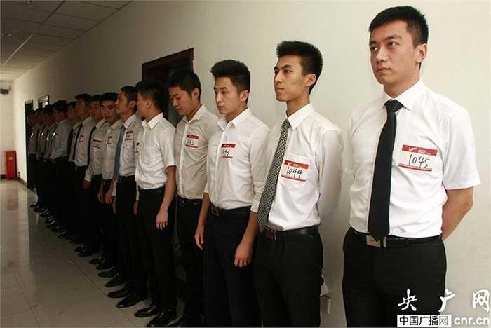 Những tiếp viên nam cũng tham dự thi tuyển tiếp viên hàng không