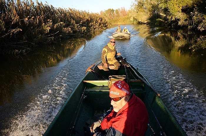 Các ngư dân đi câu cá ở Astrakhan vào mùa thu