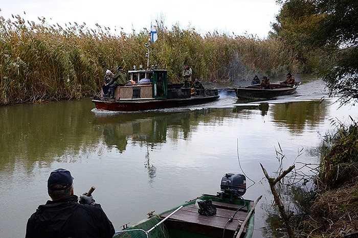Những thuyền đánh cá ở Astrakhan trong mùa thu
