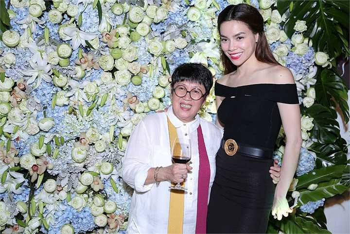 Sau khi đoạt danh hiệu Hoa hậu Phu nhân 2012, Thu Hoài tập trung phát triển sự nghiệp kinh doanh mà cô đã theo đuổi nhiều năm trước đó
