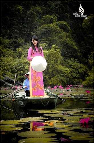 Sở hữu khuôn mặt xinh xắn, dịu dàng cùng chiều cao 1m64, cô bạn Nguyễn Thùy Trang (22 tuổi) đến từ lớp 510110D Khoa Kiến trúc Công trình luôn thu hút người đối diện.
