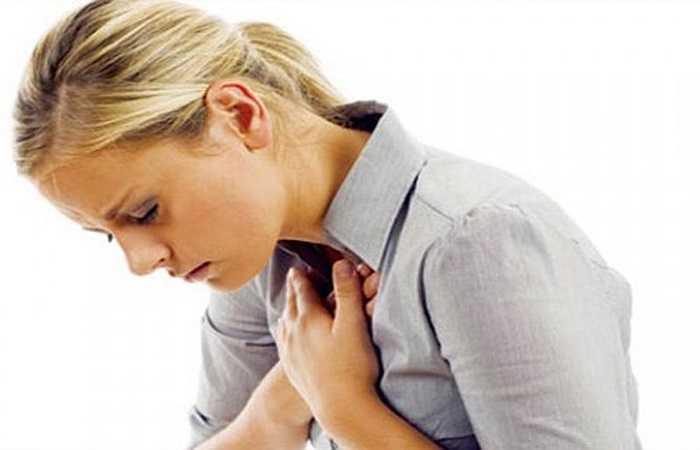 Ăn tỏi gây ngộ độc: Tỏi có thể lên mầm dù đã bảo quản trong điều kiện thoáng mát, khi tỏi đã lên mầm, chúng không còn tác dụng cho sức khỏe, thậm chí gây ngộ độc. Ngộ độc tỏi có thể nhận dạng bằng những dấu hiệu khó chịu trong dạ dày, biến chứng nặng có thể gây tử vong.