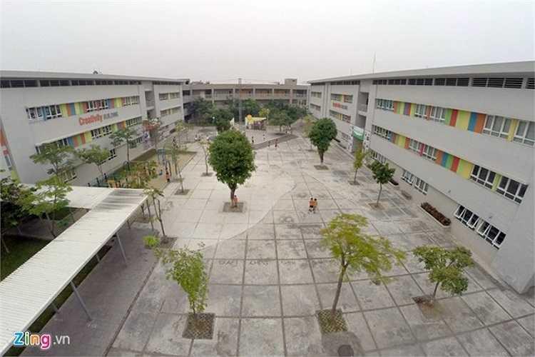 Trường Wellspring hiện có diện tính 4,3 ha cho cả ba cấp học là tiểu học, THCS và THPT. Trường được thiết kế đảm bảo các tiêu chuẩn thiết kế và xây dựng trường học của Việt Nam và Anh Quốc.