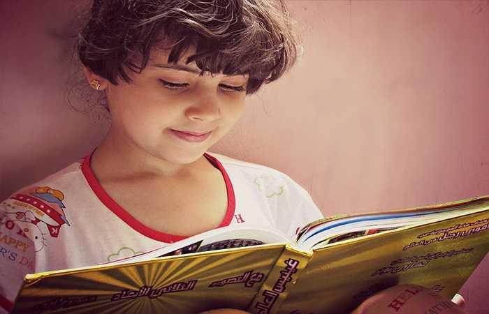 2. Đọc sách: Khi đọc sách, tâm trí của bạn sẽ được thư giãn một cách tốt nhất. Bạn có thể đọc 2-3 trang của một cuốn sách yêu thích, nó sẽ giúp bạn giải tỏa được mọi căng thẳng.