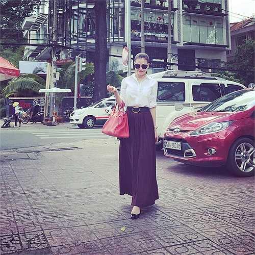 Phong cách thời trang xuống phố của Trà Ngọc Hằng.