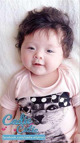 Elly Trần thường xuyên chia sẻ ảnh con gái trên trang cá nhân.