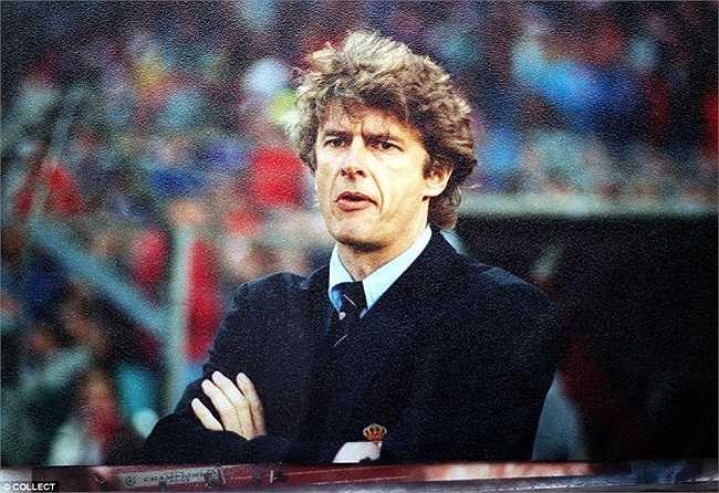 HLV người Pháp trong mùa giải đầu tiên dẫn dắt Monaco, ảnh được chụp vào năm 1997