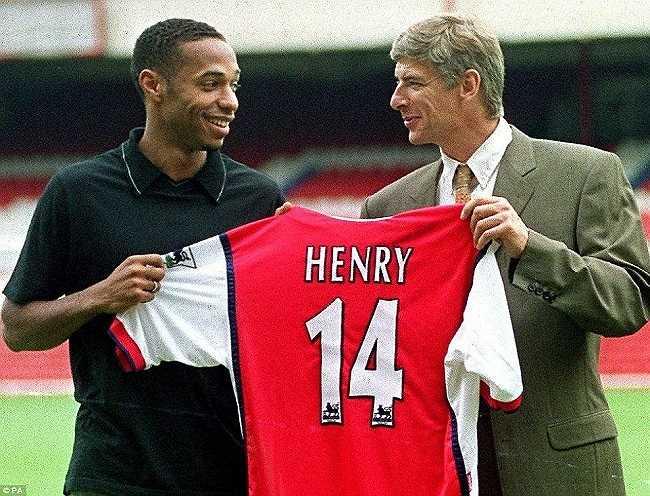 Tháng 8/1999, Wenger ký hợp đồng với Henry từ Juventus, một trong những thương vụ thành công nhất trong lịch sử Arsenal